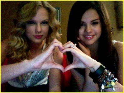 where did selena and taylor first meet?