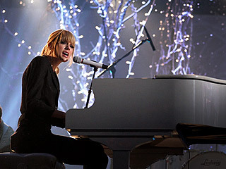What song is Taylor performing in the picture below?