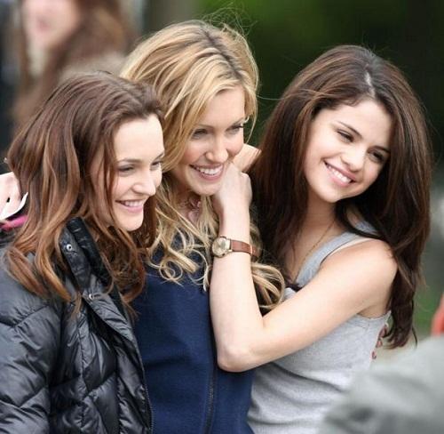 Who is older,Meg, Emma یا Grace?