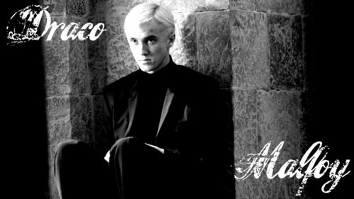 The color of Draco's eyes are......