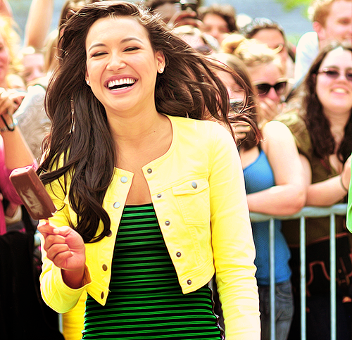 What does Naya do when she is bored?