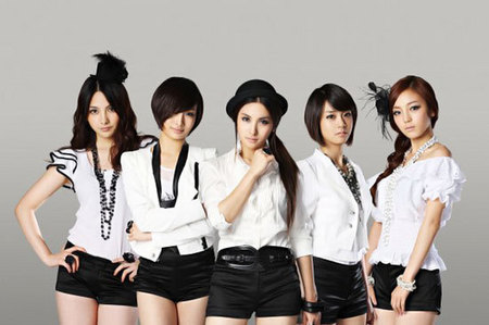 What song by KARA (Korean band), does she like the most?