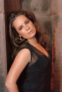 who portrays Piper Halliwell?