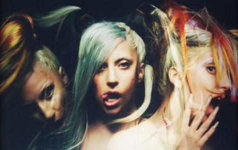 (T/F) This image is from a deleted scene from the Marry the Night muziek video.