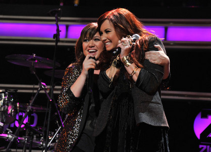 Which song did Demi perform with Kelly Clarkson at Z100's Jingle Ball 2011?