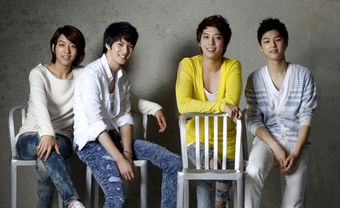 HE alisema jungshin and minhyuk are the ones who are the most maarufu among girls.
