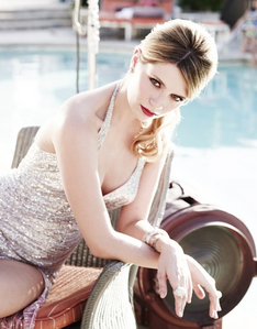 How many sisters does Mischa Barton have?