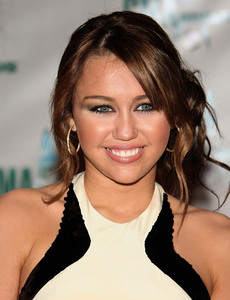 Which Tour Was Miley Cyrus On In 2007-2008?