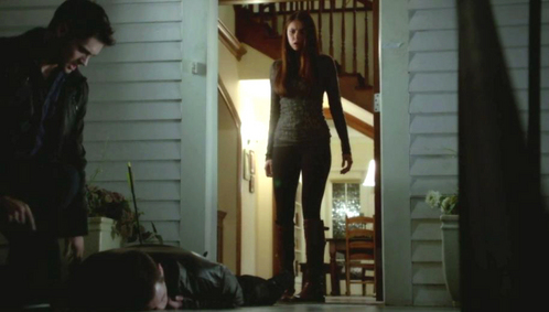 Elena in this scene, is witnessing Jeremy doing what to the unconscious hybrid?