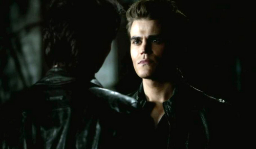 """""""If toi go after Klaus, toi have to be cut-throat and devious. I'm so much better at that than you."""" Damon ou Stefan?"""
