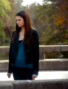 """""""I feel like I've been holding on to the girl who was supposed to die here with her parents,the girl that had a normal life and didn't fall in l'amour with vampires."""" Elena &"""