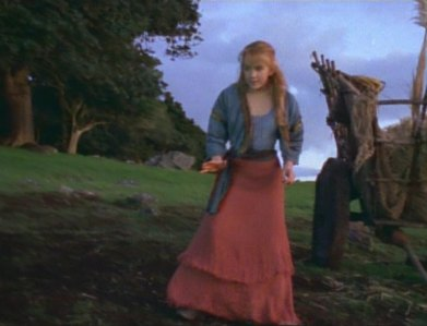 """In """"The Reckoning"""", what kind of exonerating evidence did Gabrielle find at the murder site in an attempt to prove Xena's innocence?"""