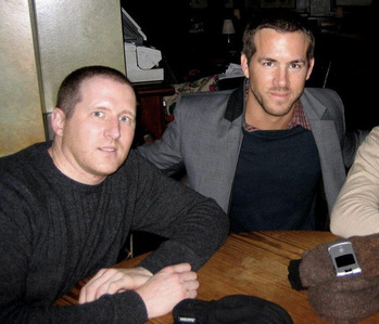 What is Ryan Reynold's oldest brothers name?