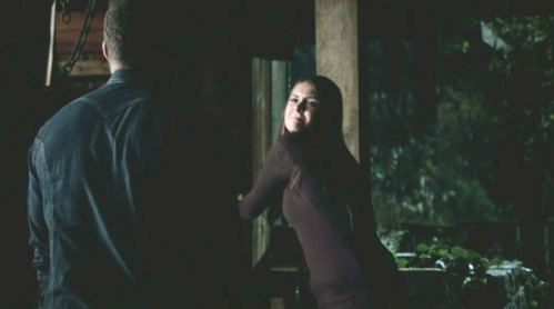 Elena is successful in fooling Jaime in loosening the ropes around her hands, and escapes. True atau false?