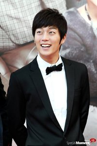 Yoon Doojoon favorite food and drink?