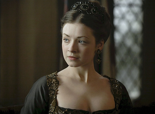 T/F: Mary is buried beneath Elizabeth I in Westminster Abbey?
