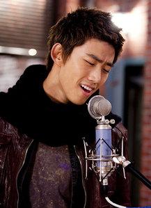 What Is Taecyeon's Favorite Season?