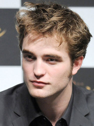 Which of the following people are not an immediate relative of Robert Pattinson?