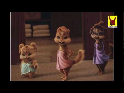 What song were the Chipettes doing when they came out the paliguan in their bathrobes?