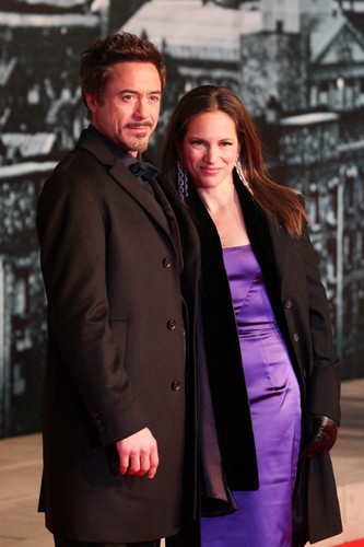 On what movie set did Robert MEET his current wife, Susan Downey(Levin)?