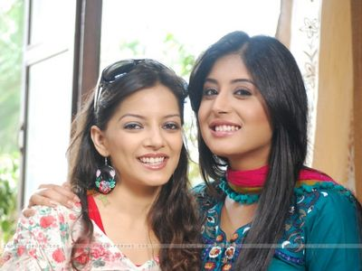 Anjie is Nidhi's childhood best friend.