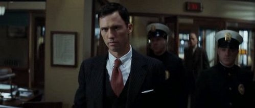 Which character does Jeffrey Donovan play?