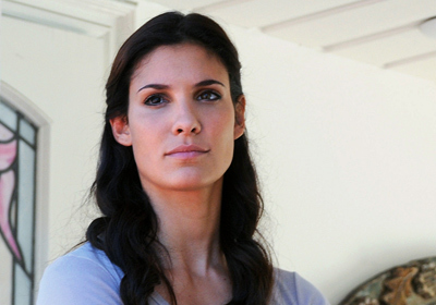 How many languages can Kensi speak? (before 'The Dragon and the Fairy' aired)