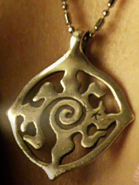 Who reveals to Bo what does Lauren's pendant stand for?