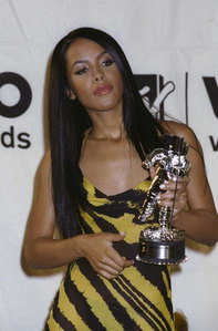 How many awards Aaliyah achieved on MTV Video Music Awards in 2000 ?