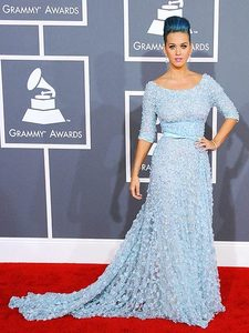 Who designed the dress Katy wore to the 2012 Grammys?