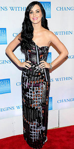 Who designed the dress Katy wore to the David Lynch Foundation's benefit in 2010?