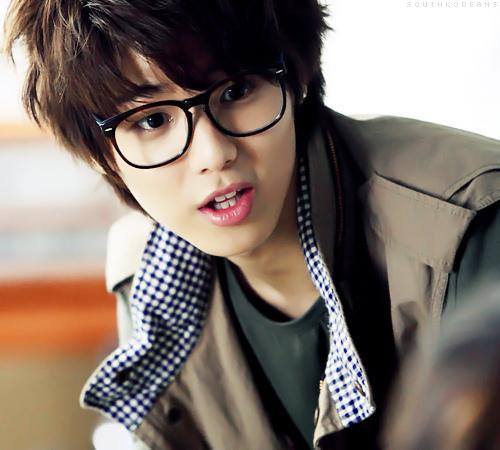 Who does Kang Minhyuk play in Heartstrings?