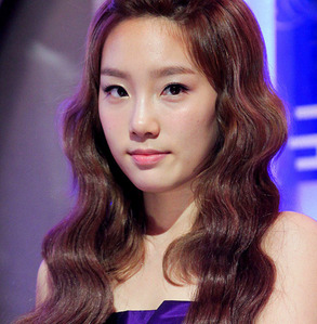 WHICH STAR COME AS A GUEST 2GTHER WITH TAEYEON IN FAMILY OUTING?
