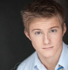 who plays cato in the hunger games movie?