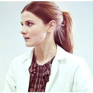 What actress plays Molly Hooper?