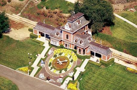 How many acres does Neverland Ranch consist of?
