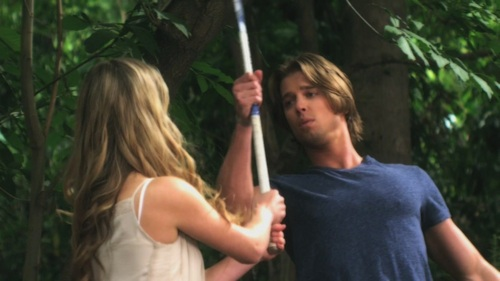 In which episode (flashback) did Jason tried to stempel, punch Ali with field hockey stick?