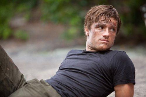 True o False. Peeta trys to kill Katniss.