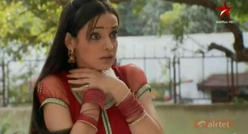 Khushi scared of whom?