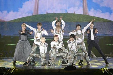 which kindergarten song did Super Junior sing at 'Super Show-4'?