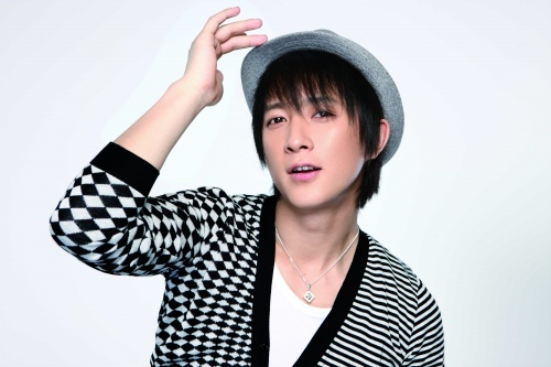 What did hangeng bought 4 his parents?