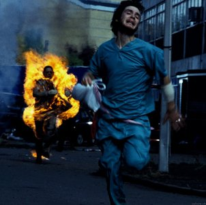 "In ""28 Days Later"" which one of the following được trao characters dies?"