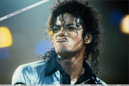 Who sang with Michael his Song I Just Can´t Stop Loving wewe at his Bad World Tour?