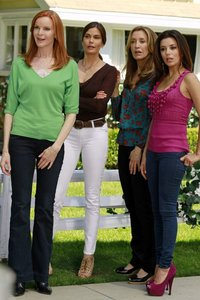 Which housewife was the first to leave Wisteria Lane in the series finale?