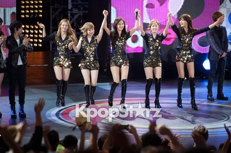 Who SNSD member sing Flying Duck in MBC Korean Music wave in San Francisco?