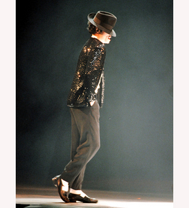 In which Song performed Michael always the famous Dance the Moonwalk?