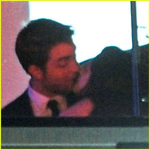 When were they spotted kissing here in this picture?