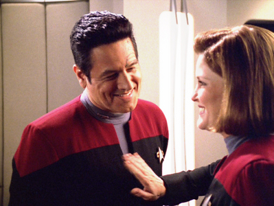 TRUE OR FALSE? - Janeway and Chakotay got together in the books