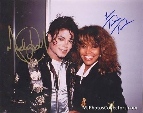 Who is this nice Lady 다음 to Michael?