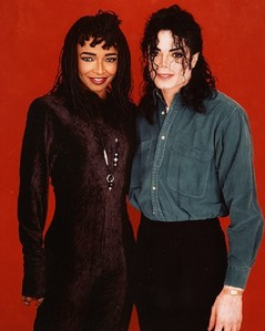 Who is the woman in the 照片 with Michael